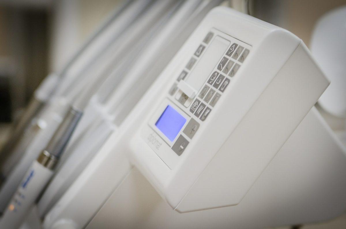 Aktualna technologia wykorzystywana w salonach stomatologii estetycznej może sprawić, że odbierzemy ładny uśmieszek.